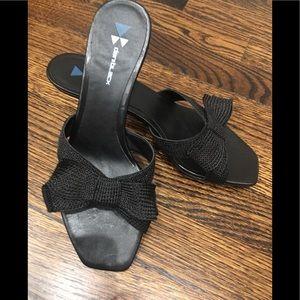 Vero Cuolo little heels w/ classic bows, sz 7